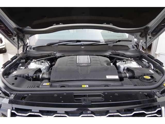3.0Lディーゼルエンジンはこの大きさのランドローバーを7.4秒で100km/hまで加速するのには十分。