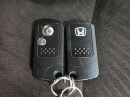 スマートキー装備!鍵をポケットから出す事無く、ドアの開閉、エンジンスタートが可能です!1度体感したら手放せない装備です!