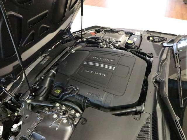 V型6気筒タスーパーチャージド・エンジン「レスポンシブでどの回転域からでも力を発揮してくれます。トランスミッションは、8速オートマチックを搭載しております。」