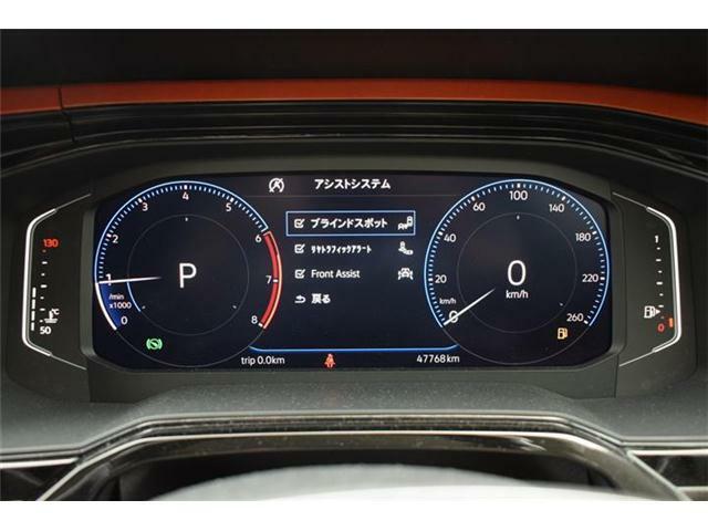 ブラインドスポットディテクション(後方死角検知機能)。安全な車線変更をサポート。リヤトラフィックアラート(後退時警告・衝突軽減ブレーキ)搭載。バックで出庫する際の後方の安全確認をサポート。