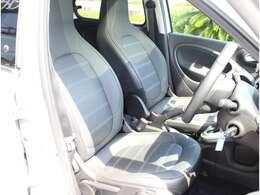 運転席、助手席にシートヒーターが装備された本革レザーシートもプライムの特徴です