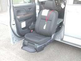 助手席電動リフトUPシート、後部車イス収納装置が装備された1台です!