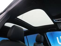 ●パノラミックスライディングルーフ『オプション装備された高級車の代名詞!開放的なドライブをお楽しみください♪』