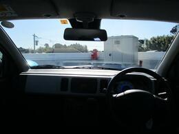 明るく広々した車内で、運転に全集中できます