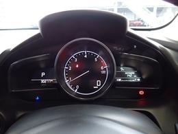 センタータコメーターにデジタルの速度計がカッコいいメーター周り。