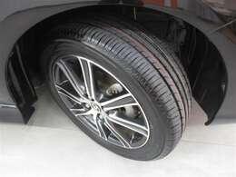 スポーティーな純正アルミホイール&タイヤの溝もあります!