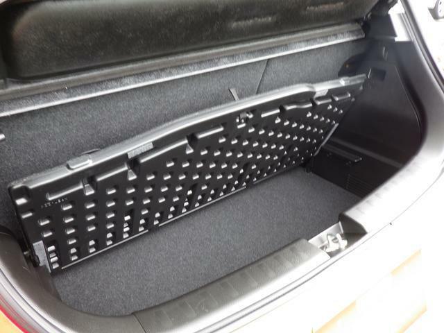 2段収納が可能です。ラゲッジボードを取り外しすると、 高さのある荷物も積み込みできます。