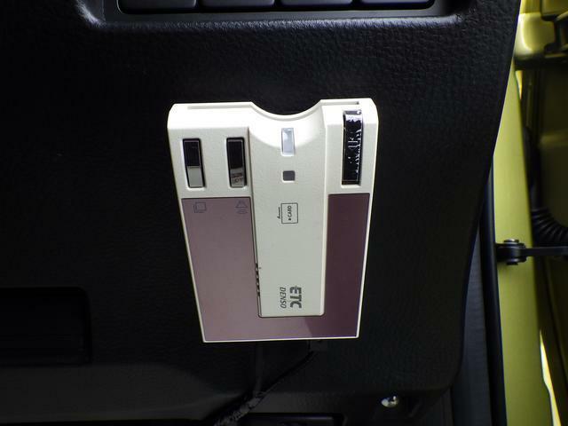 高速道路の料金所で停車することなく、スムーズな精算が可能なETC車載器を装備しています。ETCカードをお持ちでない方は、当店でも申し込みできますので お気軽にお声掛けください。