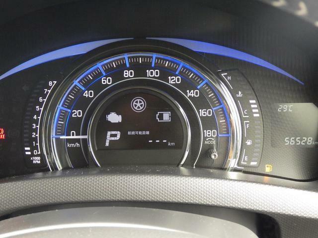 スピードメーター廻りの照明色で、エコ運転の確認ができます。ゲーム感覚で エコ運転を楽しめます。