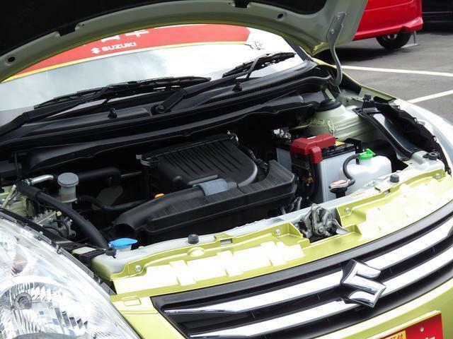 お車お渡し前に、スズキ車を知り尽くした当店メカニックが 車検整備を実施いたします。その際の交換部品は、もちろん純正品。ご納車後も安心です。