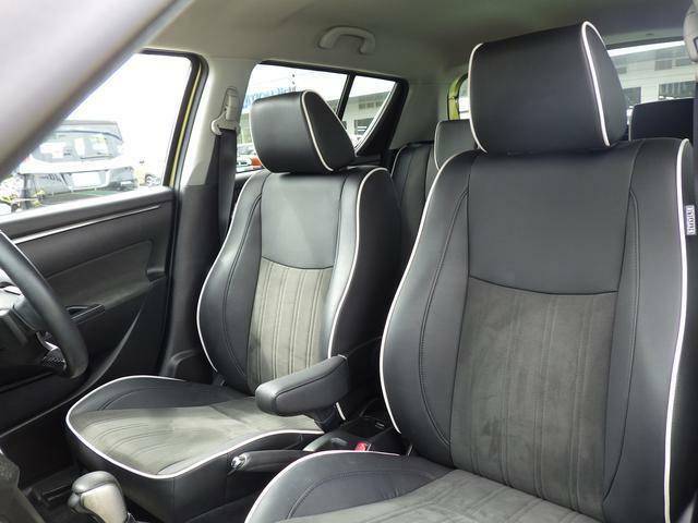 ホールド性があり、カーブなどでも体をしっかり支える フロントシート。