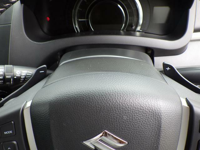 手元でシフトのUP/DOWNができ、マニュアル車感覚の運転を楽しめます。