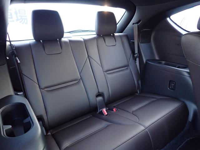 3列シート専用設計のSUVならではのサードシート!決して広々しているわけではありませんが、大人2人がしっかり座れ、乗り心地、静粛性は他の3列SUVとは一線を画す空間です!