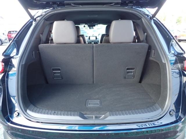 フル乗車時でも十分な量量を確保したトランクルーム!更にサードシートの背もたれを倒すことでステーションワゴンのような広々したラゲッジスペースにすることも可能です!