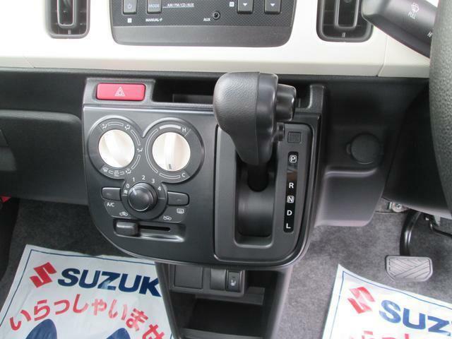 マニュアルエアコン/シフトノブ空調を整え快適なドライブをご提供できます。