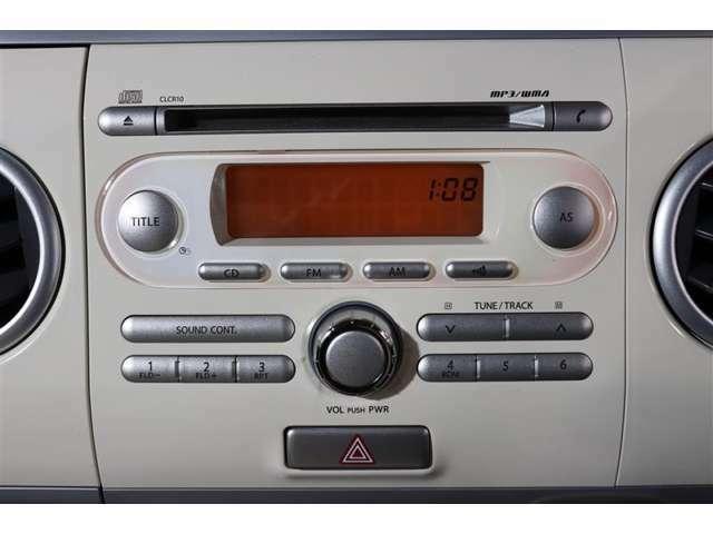 純正CDチューナー。もちろんAM/FMラジオも聴けます。