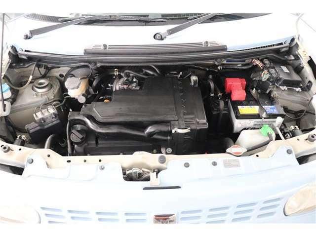 エンジンルームもキレイに清掃。きれいなエンジンルームは不具合の発見もしやすいです。