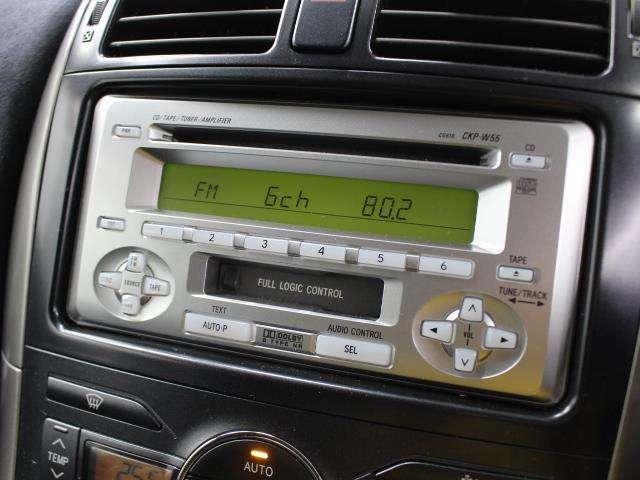 純正CD/カセットデッキを装備しています。