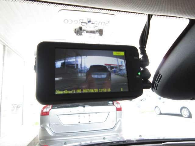 Aプラン画像:SDカードにメモリー!駐車監視モードもついて『万が一』を逃しません。
