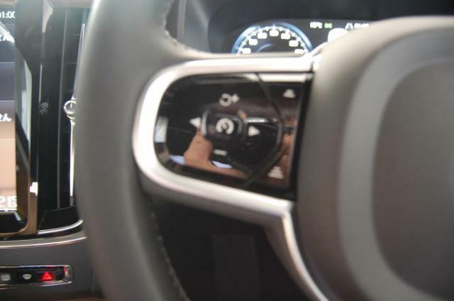 アダプティブクルーズコントロール搭載。高速道路でのドライブが楽になります。