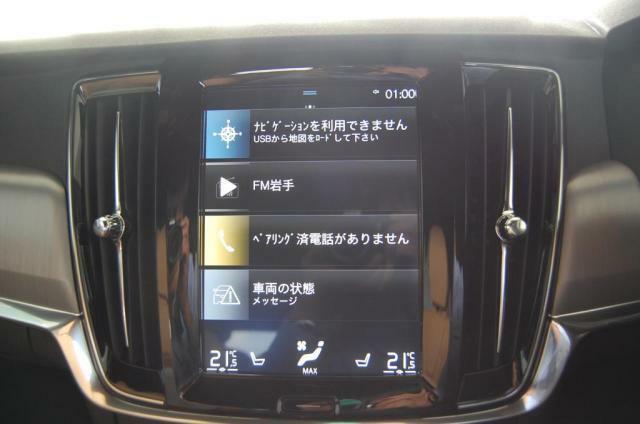 大型ディスプレイにオーディオナビエアコン車両設定などが集約されております。