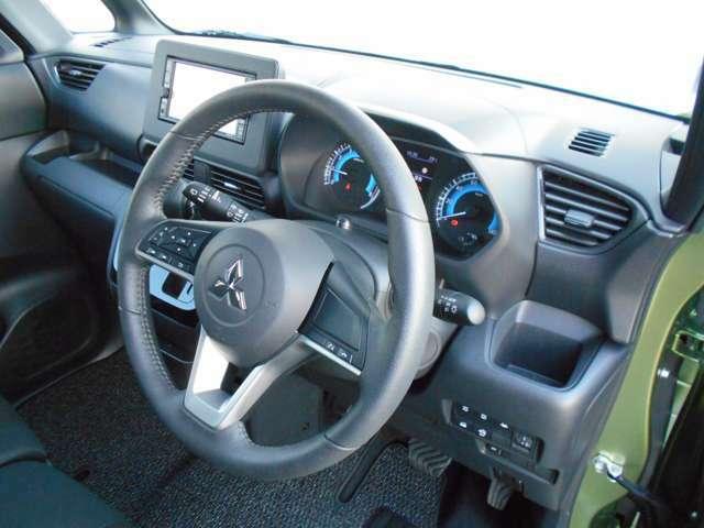 ドライバー専用のドリンクホルダー付きです。夏は冷たく、冬は暖かいお飲み物をどうぞ!