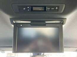 ◆純正12インチフリップダウンモニター【天井にはフリップダウンモニターも装備されております。ロングドライブでも快適にお過ごしいただけます。】