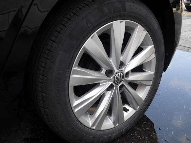 リアアルミホイールです。タイヤの山もまだまだ大丈夫です。ご心配な方はタイヤパックもお勧めです。