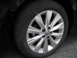 フロントアルミホイールです。タイヤの山もまだまだ大丈夫です。ご心配な方はタイヤパックもお勧めです。