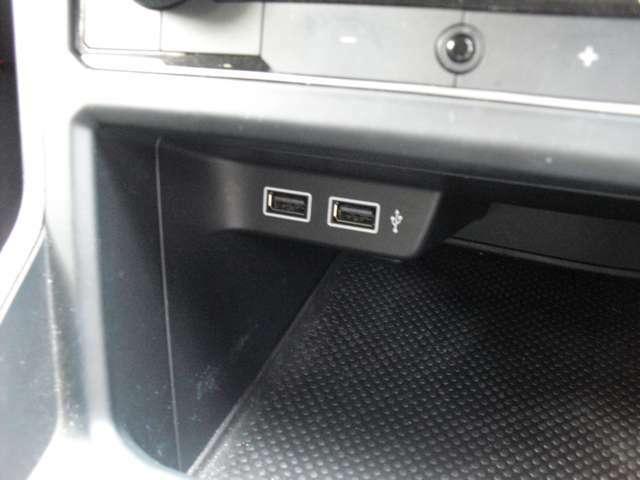 USB端子が装備しております。