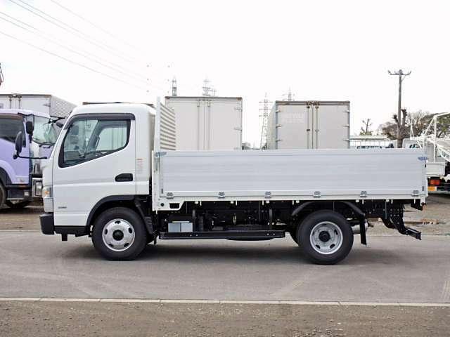 車両総重量5945kg 最大積載量3000kg
