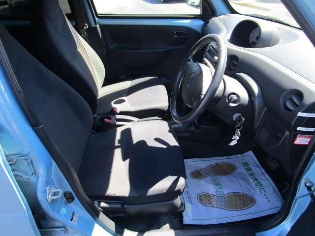 フロントシートもゆったりとしておりますので長距離の運転も疲れにくいです。快適な運転ができます。