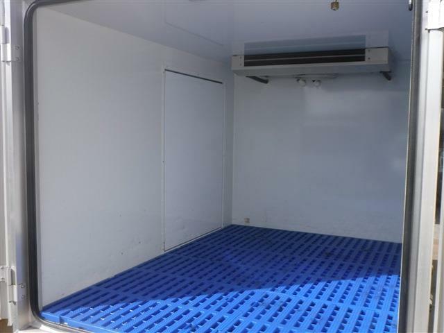 当店はトラック・福祉・冷蔵冷凍車専門店です!専門店だからこその豊富なラインナップ!専門スタッフがご案内致します!車両詳細などご質問はお気軽にご連絡下さい!フリーダイヤル0066-9701-1734 !