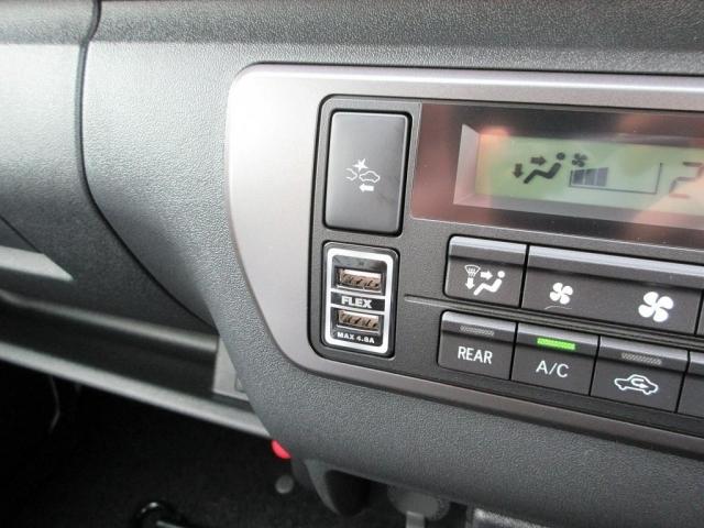 スマホの充電等で大活躍するUSB充電器も完備!ロングドライブでのスマホ充電も安心です!!!