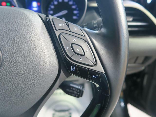 レーダークルーズコントロール!!高速道路で便利な自動で速度を保つクルーズコントロールが、衝突軽減システムと連携し、前方の車両を感知して車間を保つように速度調節してくれます!!