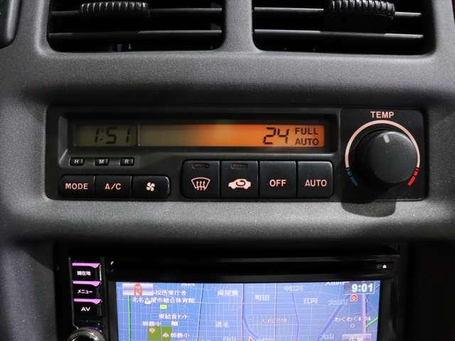 【エアコン】夏場・冬場の車内の温度を快適に調整することが可能となります。