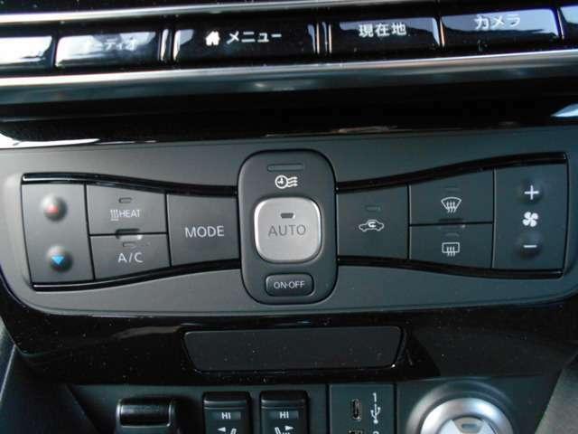 オートエアコン付いてます。温度調整・風量調整も自動でしてくれますから想像以上に便利な装備なんです!