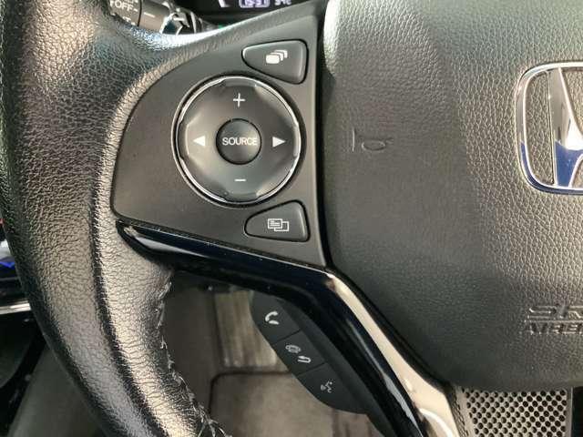 ハンドルの左側には、ナビの操作スイッチがまとめられていますのでナビの操作も手元で行えます。