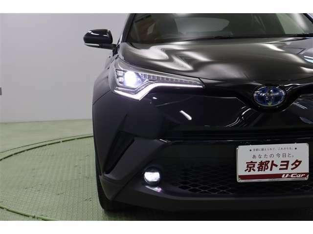 LEDヘッドライト装着です。オートハイビーム機能付きですので、対向車など前方の明るさを感知してハイ・ローの切替えをしてくれます。カチャカチャ切替える煩わしさから解放されます。