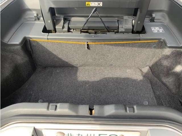 トランクにも荷物スペースがあります。