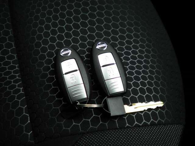 インテリジェントキーはポケットの中に入っていてもドアのボタンを押すだけで開け閉め出来るのでとてもキーです。