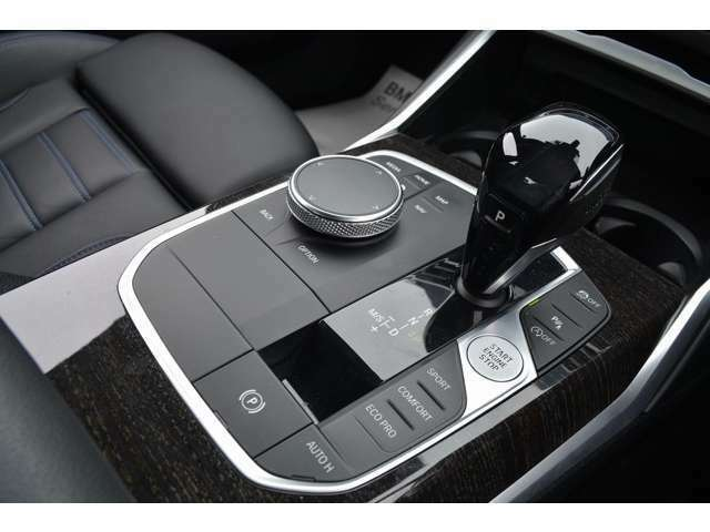 さらに、全国の正規ディーラーにて、対応可能な認定中古車保証付となります。アフターメンテナンスもお近くの正規ディーラーにて可能となりますので、ご安心してお選びけます。