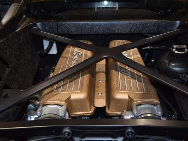 V型10気筒エンジンはハイパワーを発揮します!