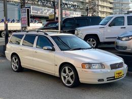 ボルボ V70 2.5Tホワイトパール 特別仕様限定車サンルーフレザーシート