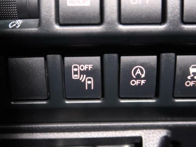 【BSM】車両の後側方に車両が存在する場合、さらに、隣の車線の約60mまでに車両差存在する場合に、ドアミラー内のインジケーターが点灯し、ドライバーに注意を促します。