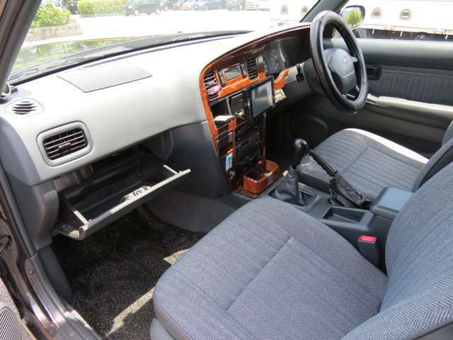 助手席もゆったりとした乗り心地のお車です!