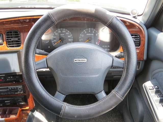 ハンドル回りもシンプルで使いやすいお車です!