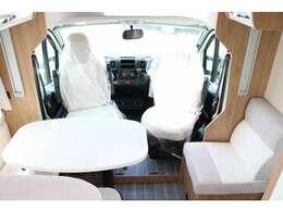 運転席・助手席を回転させることで空間をより効果的にお使い頂けます☆