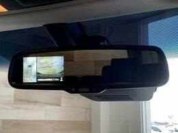 【360°モニター】 クルマを上空から見下ろしているかのように、直感的に周囲の状況を把握できます。