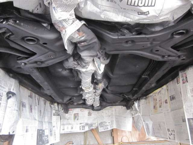 Aプラン画像:ウルト社製 防錆アンダーコートです。防水、防錆の耐久性が優れ、お車の下回りの腐食を防ぎます!3~5年間の持続効果に期待できます!